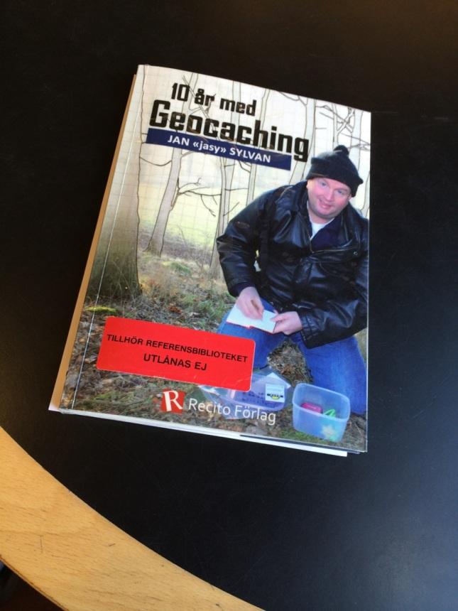 """Jaha... 10 år med Geocaching har blivit en referensbok på biblioteket nu... Respekt till """"jasy"""" som numera är uppe i 13 år (tror jag)"""